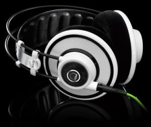 AKG_Q701_Over_Ear_Headphones_75051